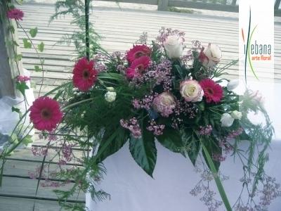 Centro de rosas y gerbaras